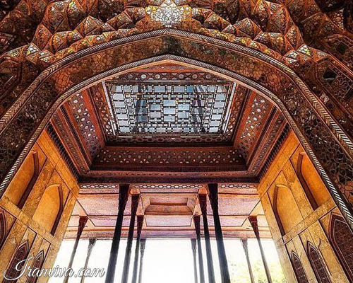 Chehel sotoun in Isfahan - Iran Tours and Travel